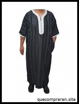 La típica vestimenta Djellaba